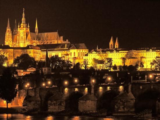 Прага ночью