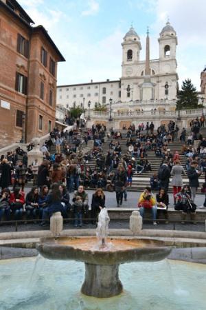 Испанская лестница на площади Испании в Риме
