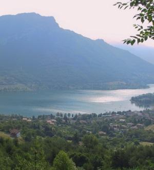 Вид на озеро Идро