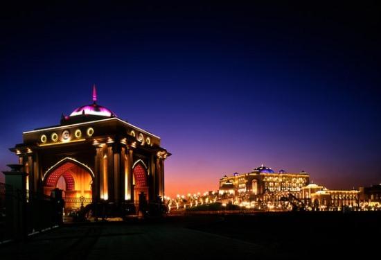 Абу-Даби ночью