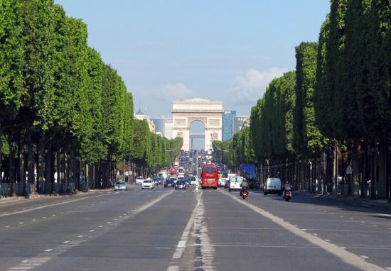 Елиссейские поля в Париже