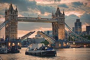 Тауэрский мост – один из самых известных лондонских мостов, построенный в викторианскую эпоху.